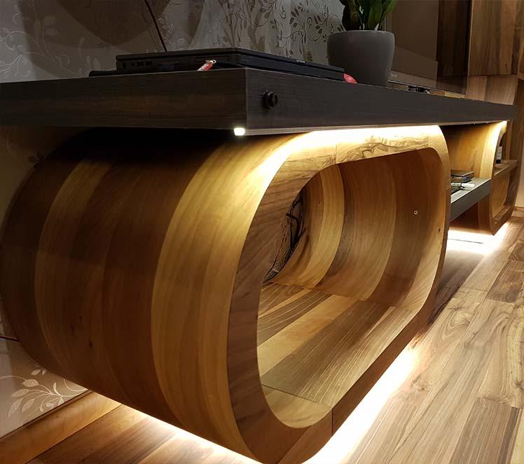 hajlított íves nappali dohányzóasztal