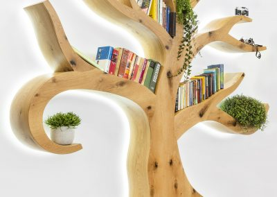 Fa formájú design könyvespolc LED világítással