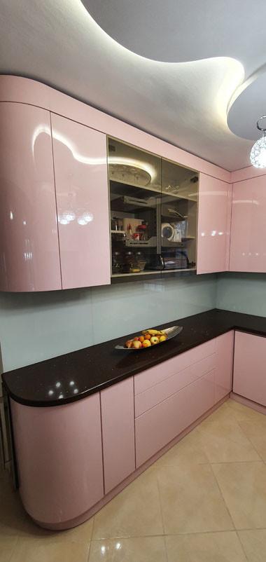 Gyönyörű rózsaszínű konyhabútor